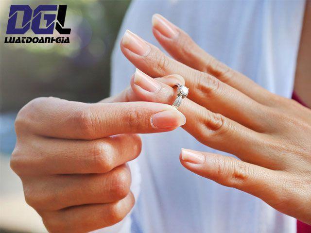 Chồng không đồng ý có được ly hôn không - Luật Doanh Gia